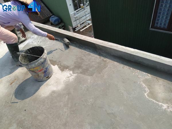 quét lớp chống thấm sàn mái