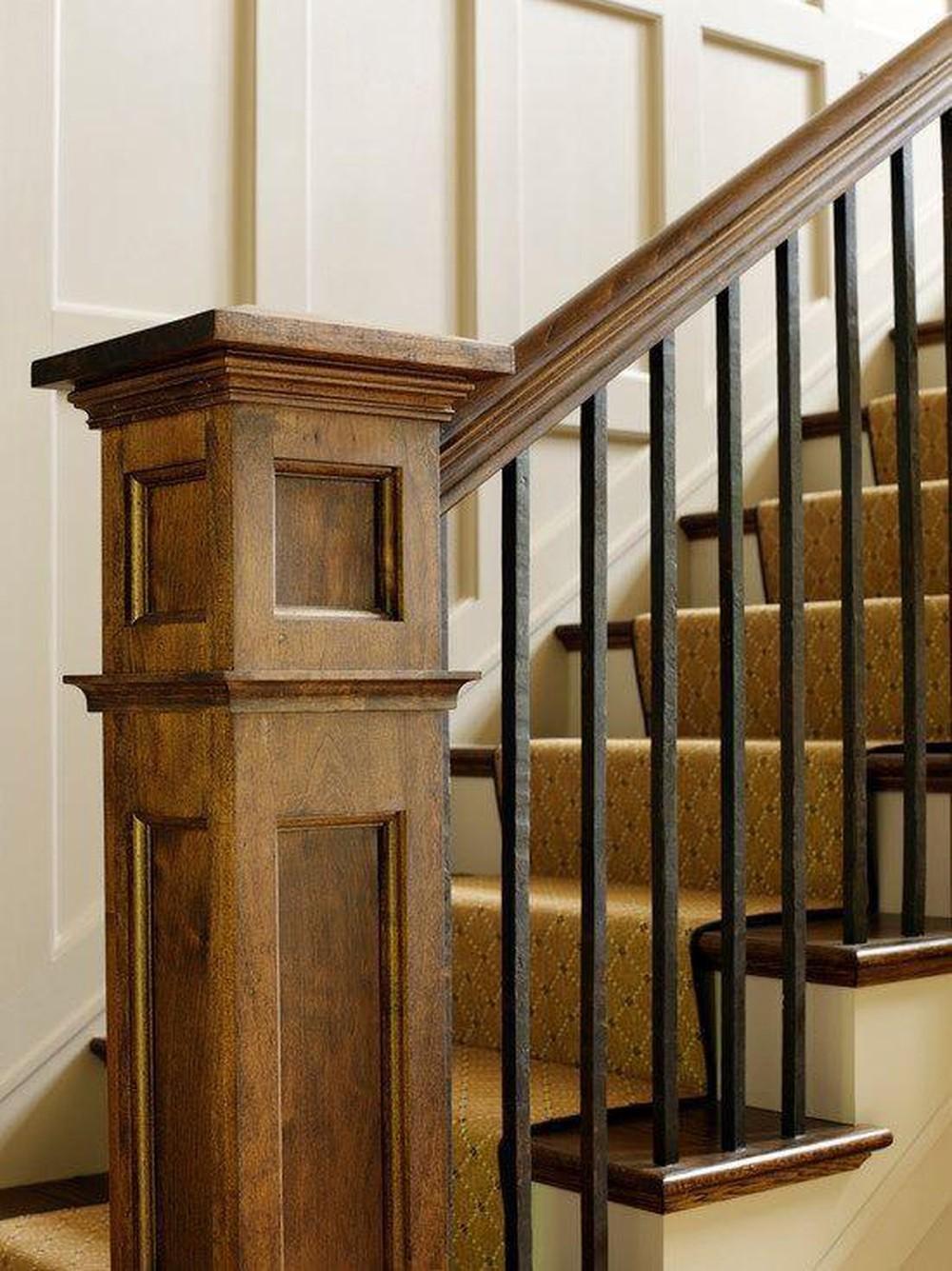 cầu thang gỗ có trụ vuông