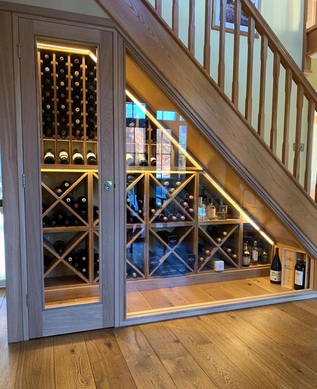 mẫu tủ rượu cầu thang đẹp