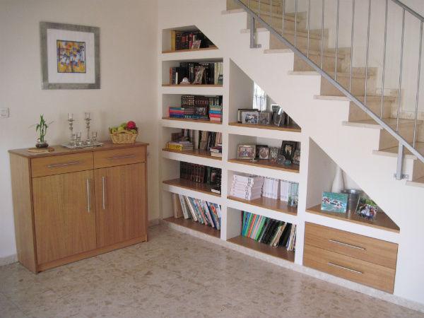 tủ sách cầu thang sang trọng