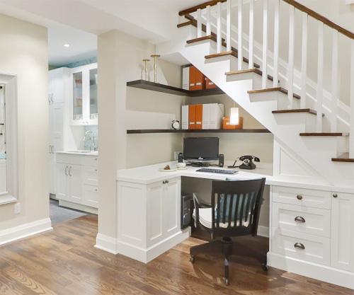 mẫu bàn và tủ dưới chân cầu thang