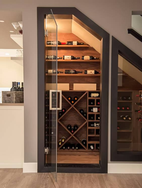 tủ rượu cầu thang ấn tượng